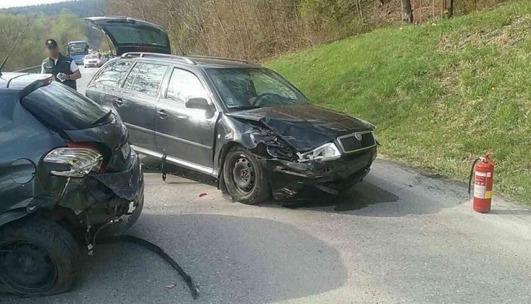 Pri zrážke dvoch áut sa zranili štyri osoby