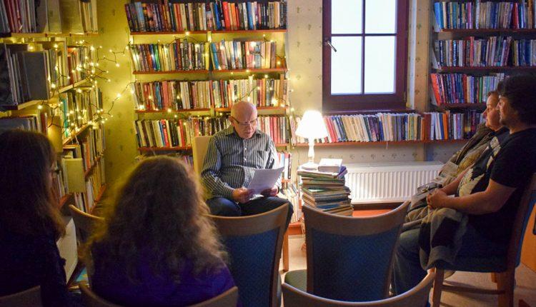 Tohtoročná Noc s literatúrou v Púchove: Čítanie v knižnici, ale aj pri vode