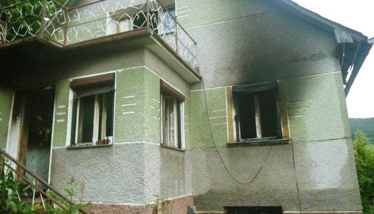 FOTO: Požiar rodinného domu v obci Lednica