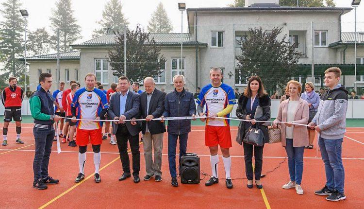 Púchovské gymnázium slávnostne otvorilo nové ihrisko