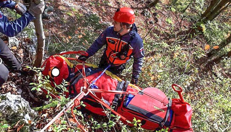 FOTO: Zraneného horolezca ratoval vrtuľník