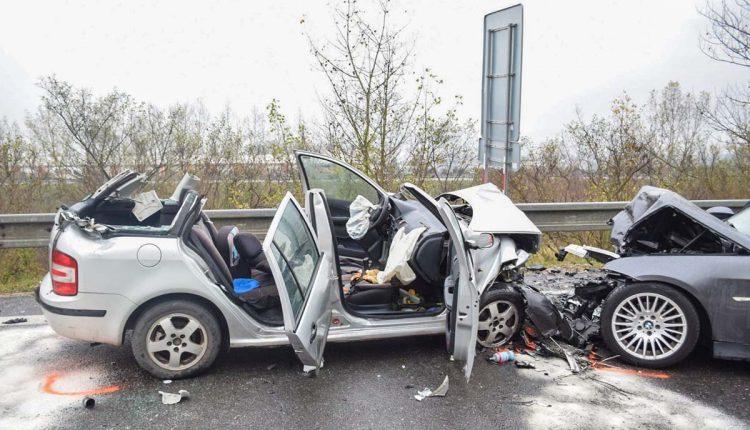 FOTO: Pri nehode sa zranili tri osoby, vrátane 4-ročného dieťaťa