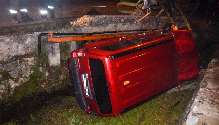 FOTO: Zaparkoval v potoku, dychovú skúšku odmietol
