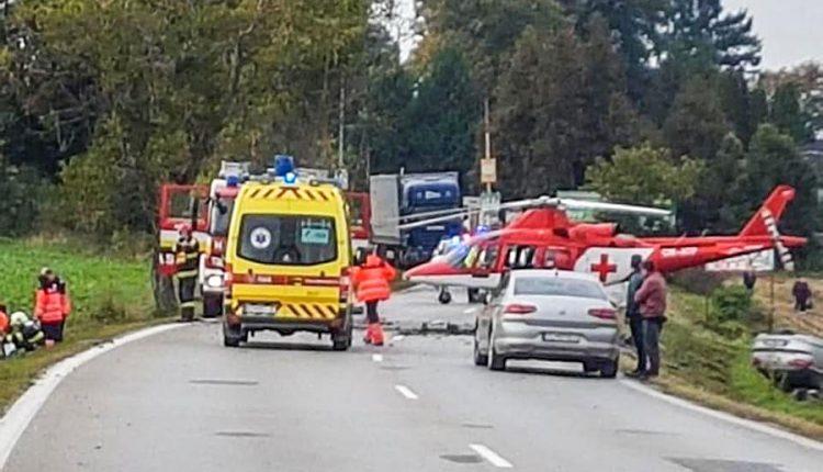 FOTO: Tragická nehoda na Považí si vyžiadala jeden život
