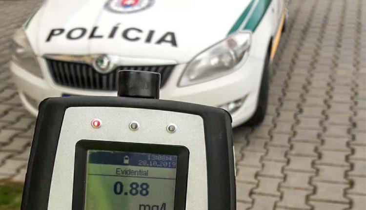 Policajti vykonali kontrolu, zistili alkohol aj prekročenú rýchlosť