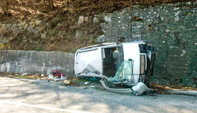 FOTO: Dopravné nehody, spadnutý strom aj nadrozmerný pacient