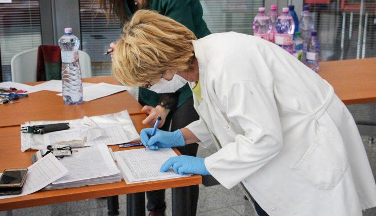 Po lekároch si ochranné prostriedky prevzali aj zamestnanci zariadení sociálnych služieb