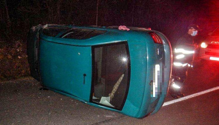 FOTO: Vodička v Dohňanoch prevrátila auto na bok