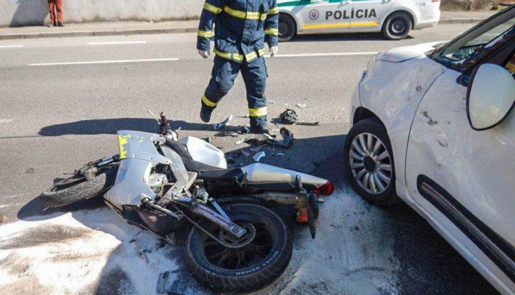 FOTO: Motocyklista pri nehode utrpel ťažké zranenia
