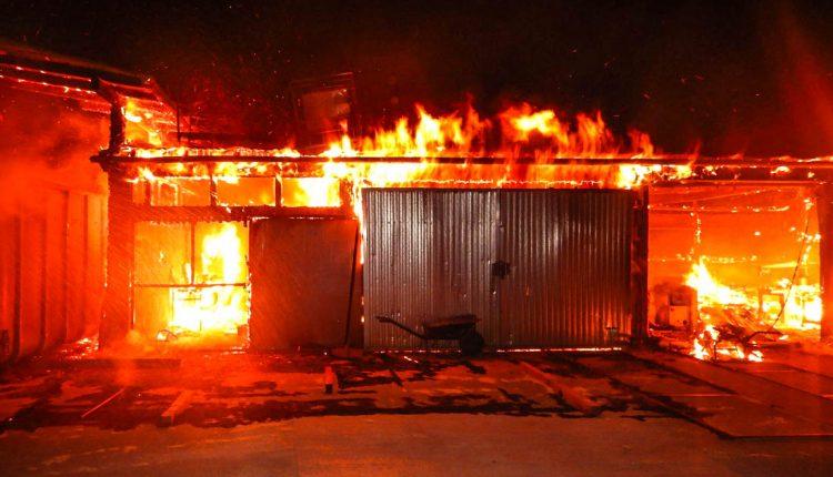 FOTO: V noci horela drevovýroba, škoda za 400 000 eur