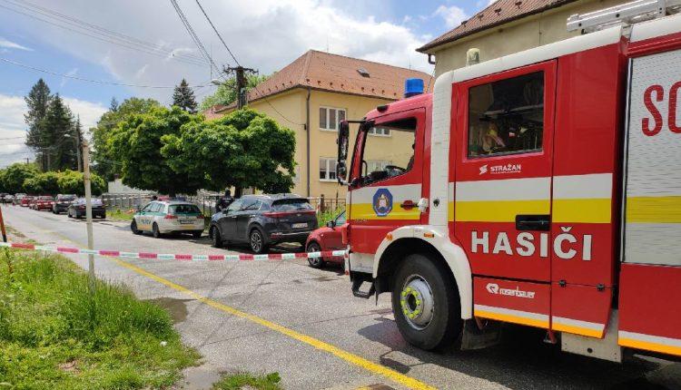FOTO: Anonym nahlásil bombu, budovu uzavreli
