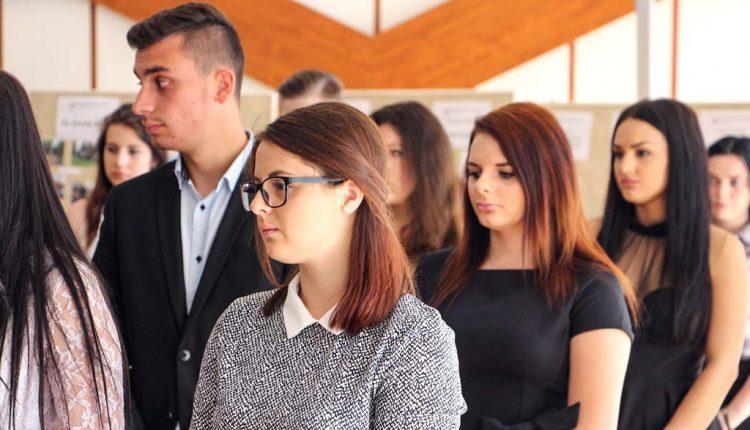 Skúšku dospelosti za zeleným stolom bude skladať len 117 maturantov župných stredných škôl