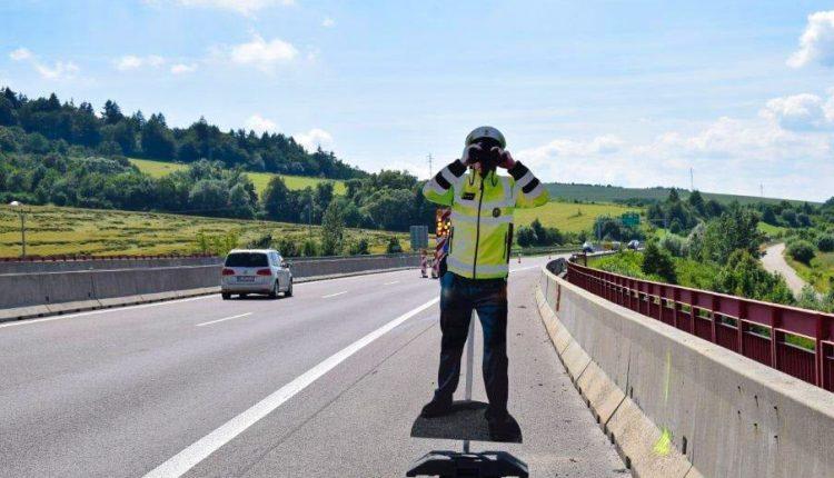 FOTO: Pri Beluši zmizol policajt