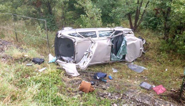 FOTO: Nehoda na diaľnici, auto zostalo prevrátené na boku