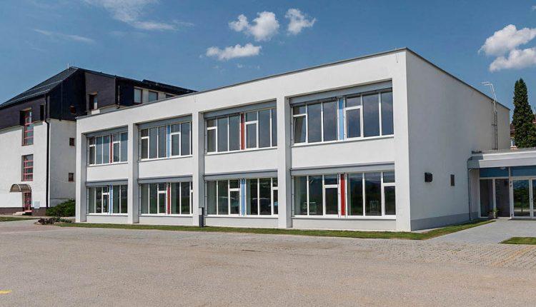 Spojená škola v Púchove privíta nový školský rok v zrekonštruovanej jedálni a dielňach