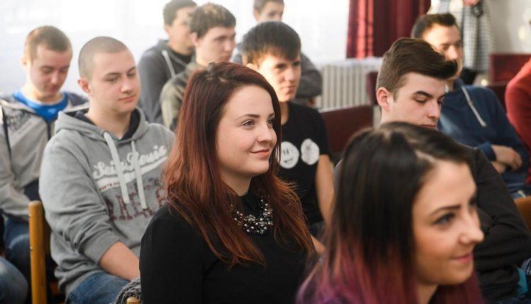 Kvalitu vzdelávania na 9 župných stredných školách pomôžu zvýšiť špeciálni zamestnanci