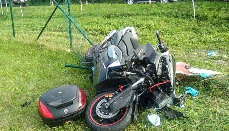 FOTO: Motocykel sa zrazil s osobným autom