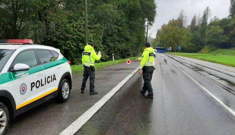 FOTO: Policajti sa vrátili na hraničné prechody