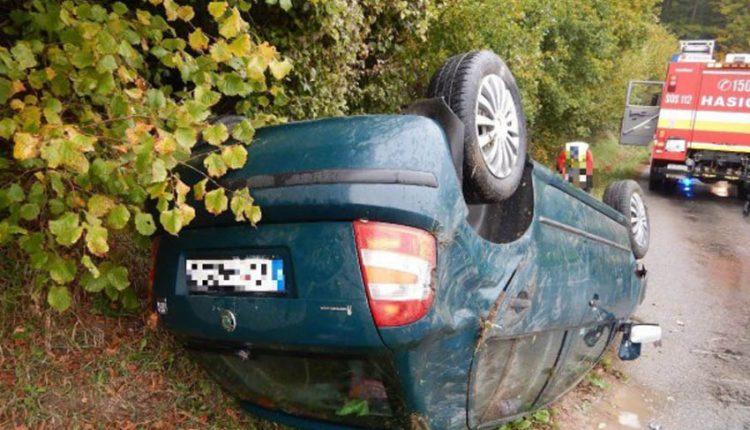 FOTO: Auto po nehode zostalo na streche
