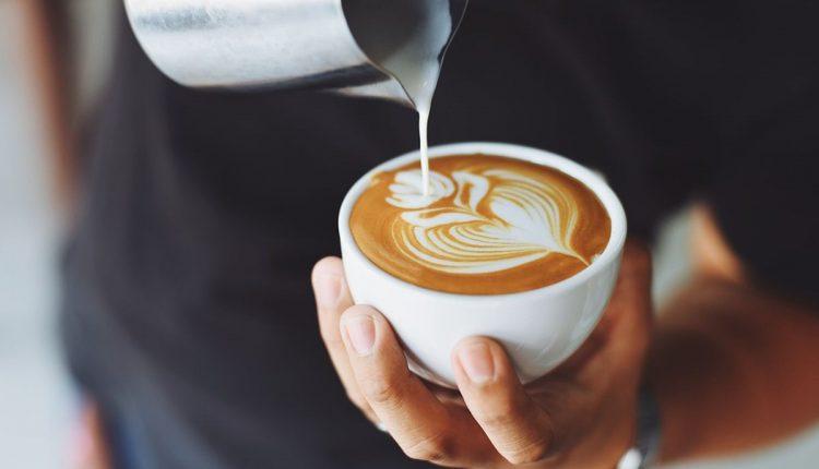 Všetci milovníci kávy majú dnes sviatok: 1. októbra oslavujeme Medzinárodný deň kávy