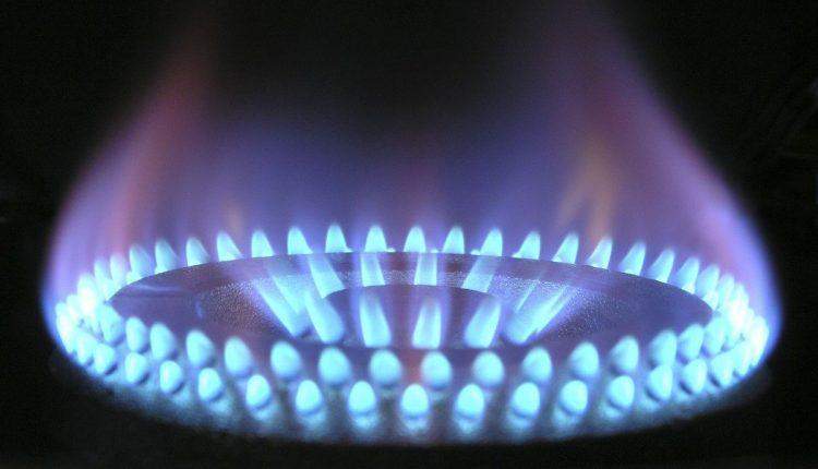 V tomto roku domácnostiam výrazne klesnú ceny plynu