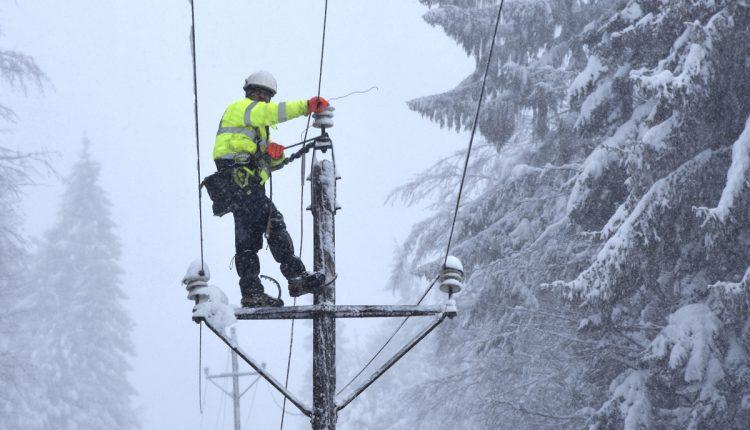 Pre zákaz vychádzania energetici zrušili plánované odstávky elektriny