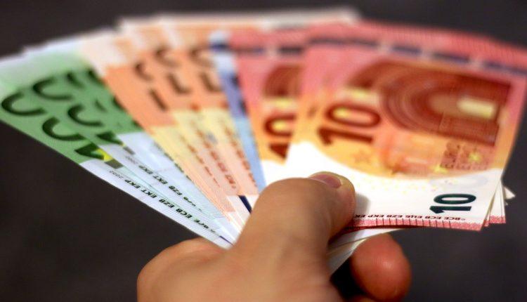 Podvodník vylákal peniaze od dôverčivých ľudí
