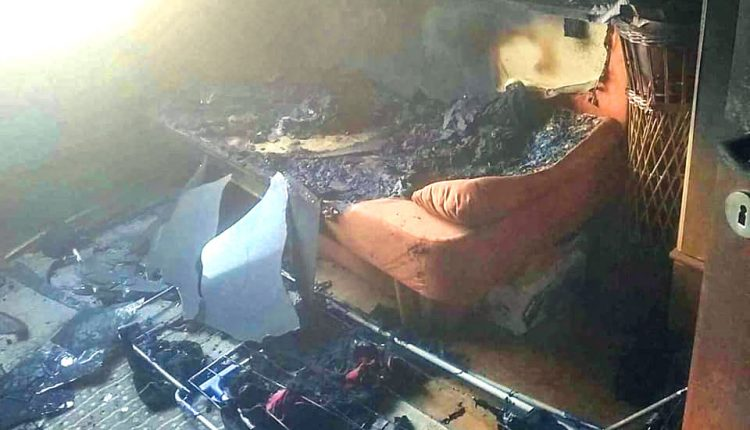 FOTO: Požiar v byte spôsobila žehlička