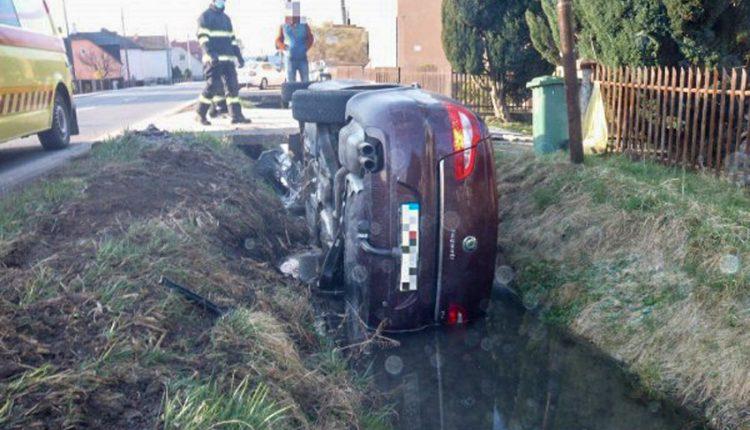 FOTO: Ranná dopravná nehoda v obci Beluša