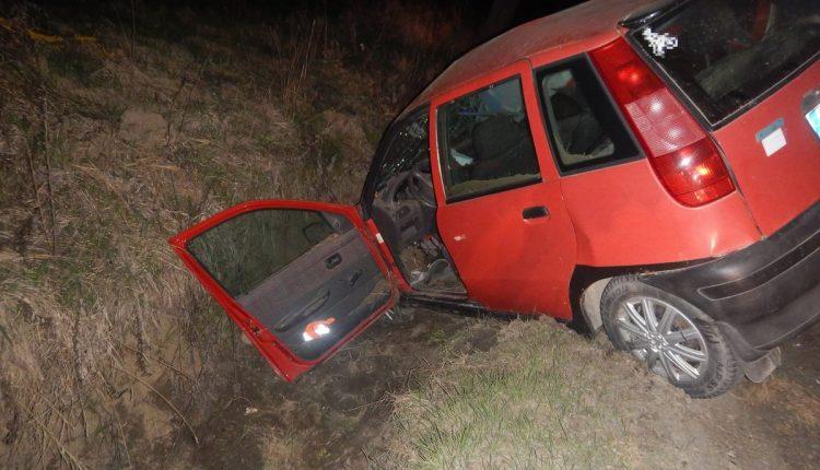 FOTO: Opitý vodič zišiel z cesty a skončil v priekope