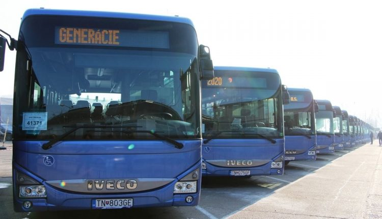 Od pondelka budú modré autobusy premávať v štandardnom režime