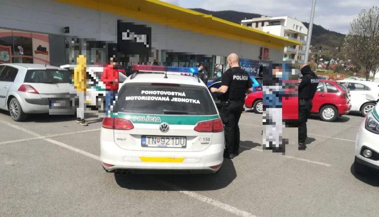 Nadrogovaný vodič v Púchove: Policajtom vydal vrecúško pervitínu!