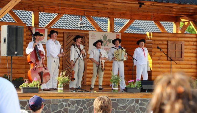 Po prestávke hostilo Papradno tradičný folklórny festival