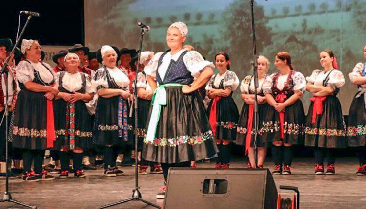 Folklórna skupina Záriečanka zo Záriečia uviedla do života nové CD i DVD
